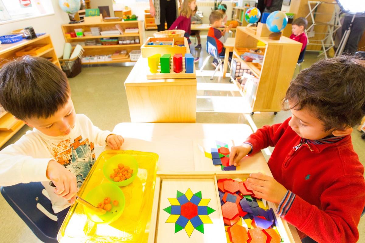Giáo dục sớm cho trẻ theo phương pháp Montessori